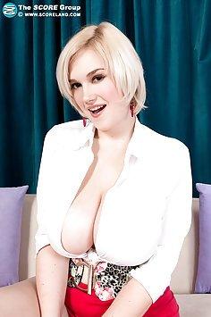 Siri Stunning Big Breasts