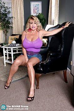 Meet Valentina Monroe