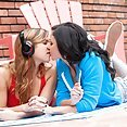 Hot Girls Kissing - image control.gallery.php
