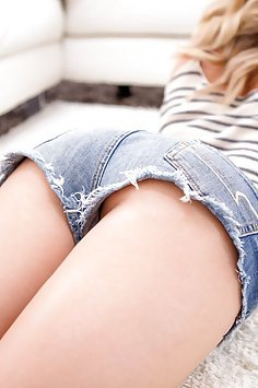 Jean shorts and juicy ass are so seductive