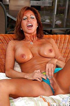 Tara Holiday Hot MILF Pussy