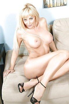 Horny Nude MILF Holly Sampson
